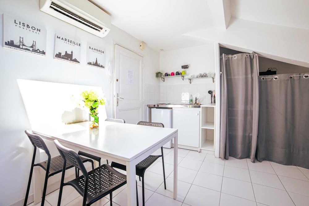 Basic Studio, Multiple Beds - Private kitchen