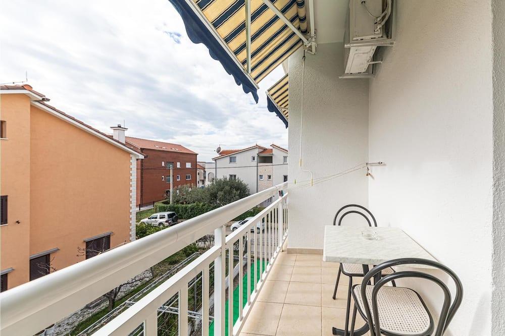 Beautiful Apartment in Kastel Stafilic With Wifi