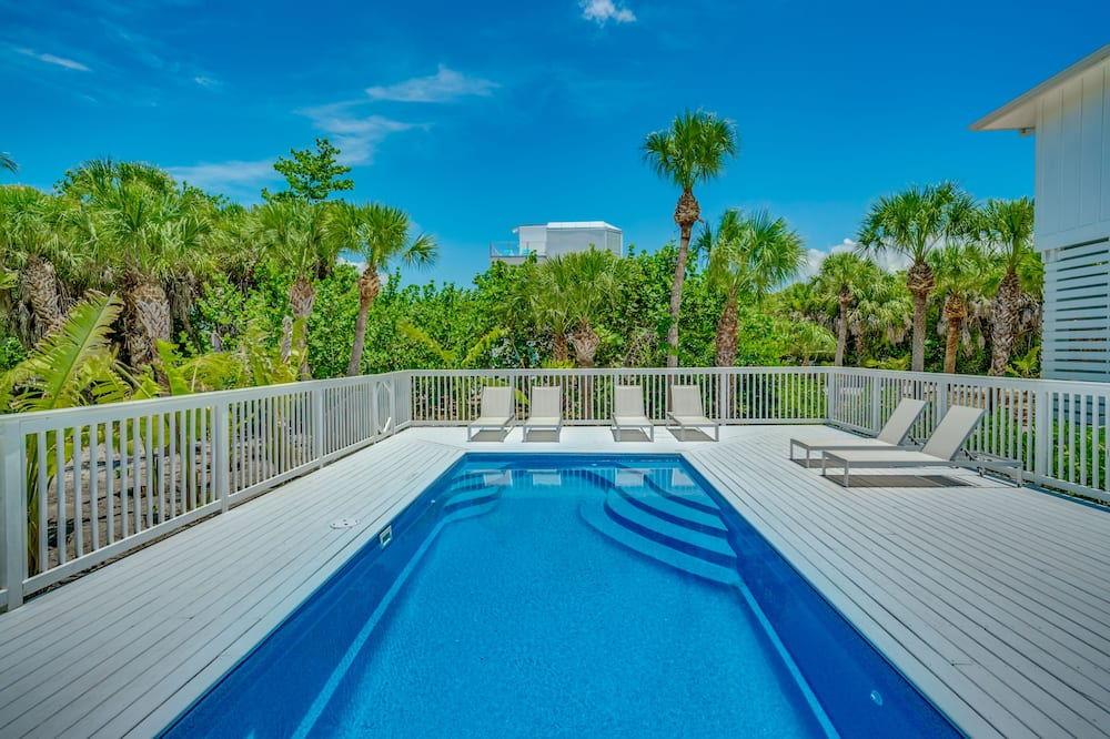 CAPTAIN JACK'S - THIS IS LUXURY!  BREATHTAKING ISLAND HOME WITH POOL