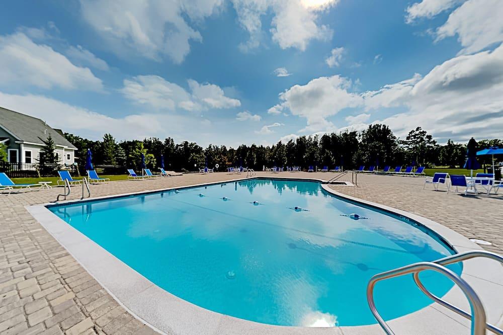 คอนโด, 3 ห้องนอน - สระว่ายน้ำ