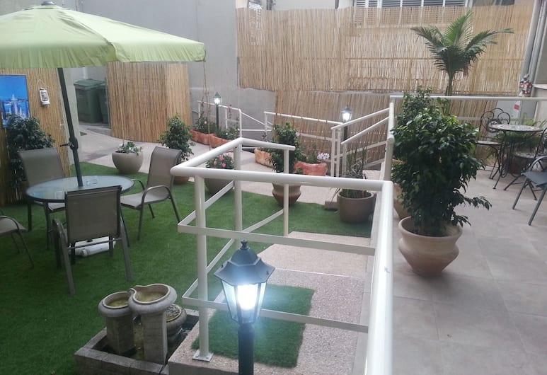 Loui Gardens, Haifa, Āra ēdināšanas zona