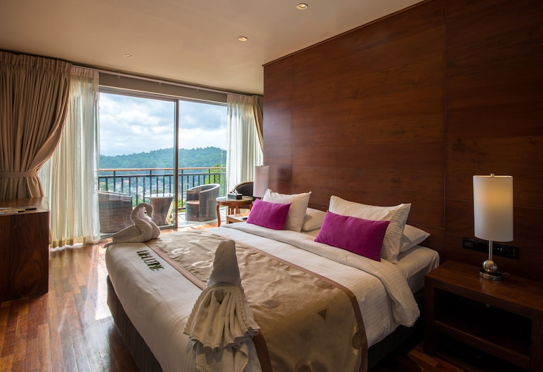 The Swiss Residence, Kandy, Superior Triple Room, Multiple Beds, Bathtub, Mountain View, Guest Room