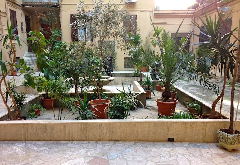 Little Rose Rooms, Rom, Pintu Masuk Hotel