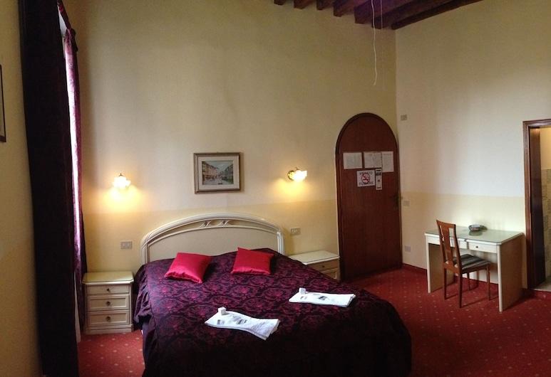 Hotel Casa Linger, Venice, Triple Room, Guest Room