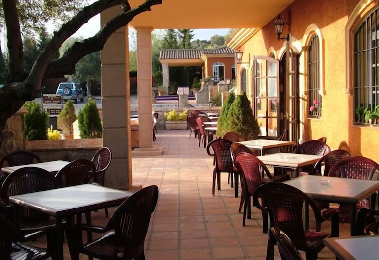 Complejo Turístico El Sur, Ronda, Tempat Makan Luar