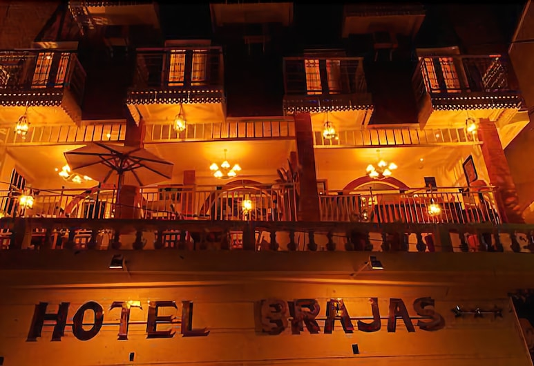 Hotel Brajas, Antananarivo, Fachada del hotel de noche