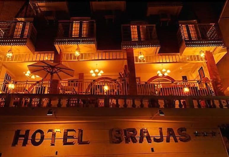 Hotel Brajas, อันตานานาริโว, ด้านหน้าของโรงแรม - ช่วงเย็น/กลางคืน
