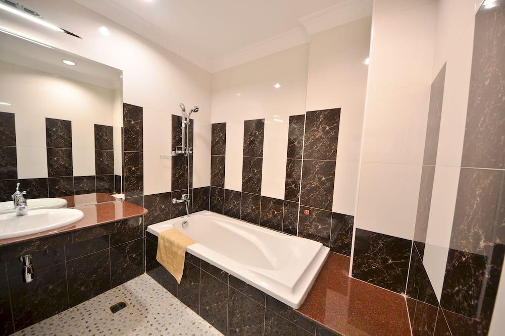Deluxe Double Room, 1 King Bed, No Windows - Bathroom