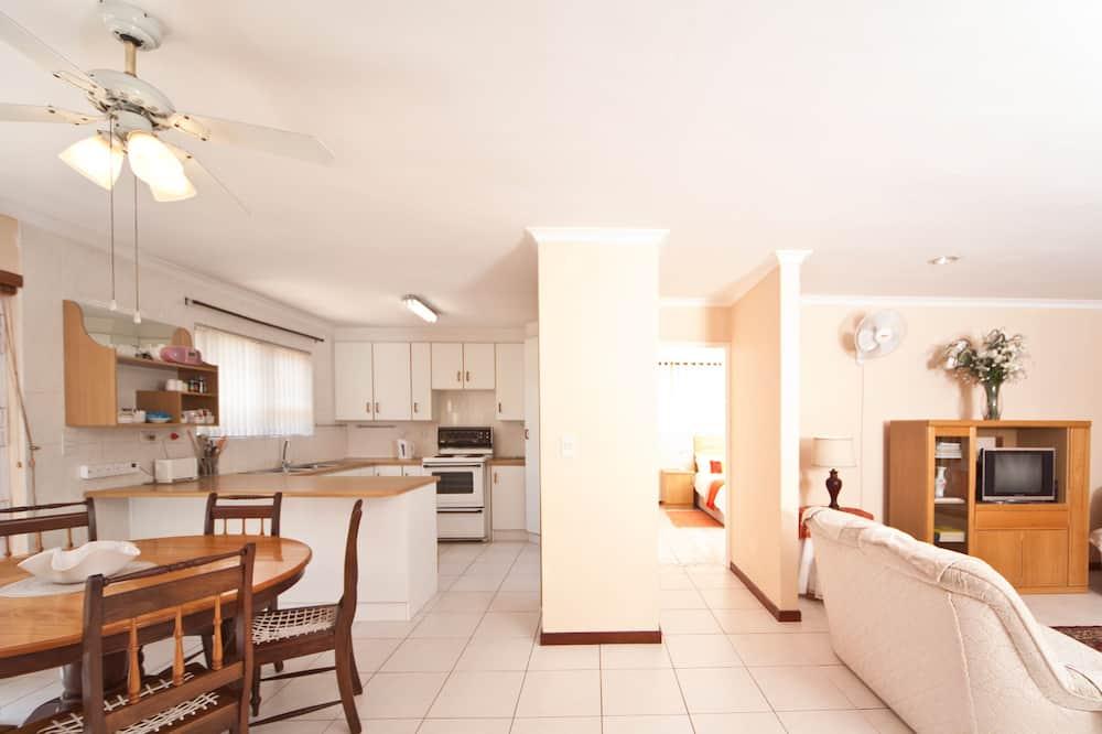 Cottage (Helen) - Living Area
