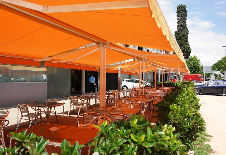Hotel Flora Parc, Castelldefels, Restaurang utomhus