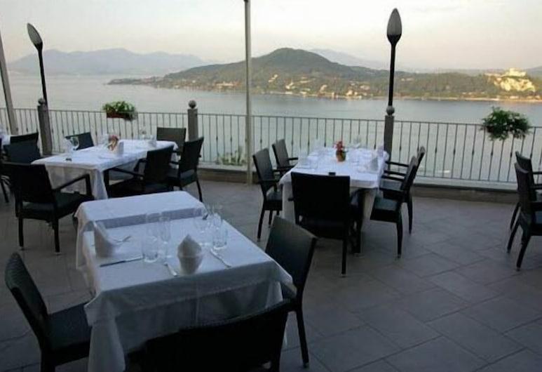 Albergo Ristorante San Carlo, Arona, Khu ẩm thực ngoài trời