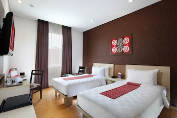 Enter your dates to get the Makassar hotel deal