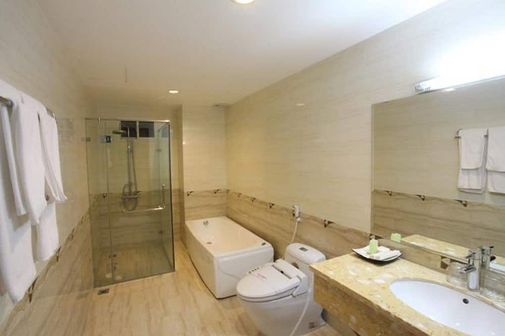 Executive Room, 1 Double or 2 Twin Beds, City View - Bathroom