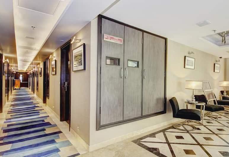 Palm Springs Stays, New Delhi, Lobby