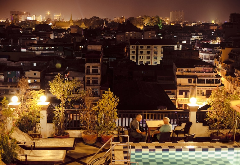 Queen Wood Hotel, Phnom Penh, Dinerruimte buiten