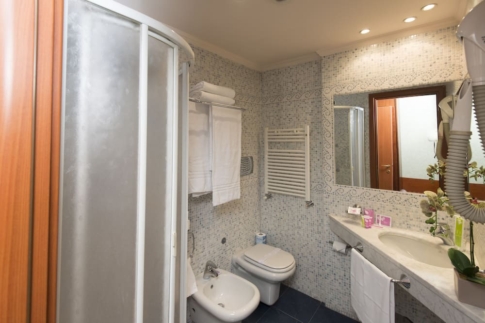 Economy - kahden hengen huone, Pohjakerros - Kylpyhuone