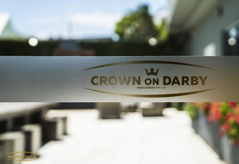 Crown on Darby, Cooks Hill, Halaman Dalam