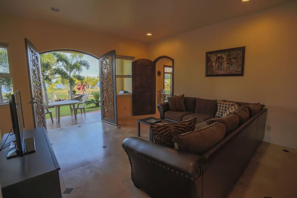 Oceanfront Suite - Dzīvojamā istaba