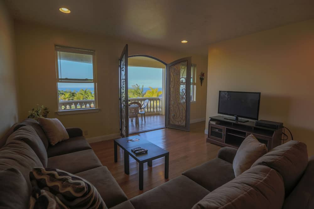 Oceanfront Penthouse  - Dzīvojamā istaba