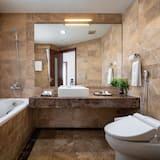 Executive Suite, 1 King Bed, Bathtub, Lake View - Bathroom