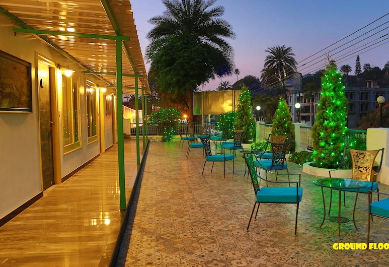 Hotel Karnavati, Abu Road, Superior Room, Ruang Istirahat di Lobi