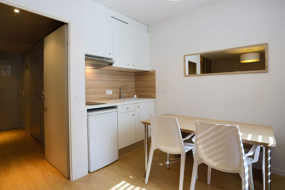 Family Room (4 People) - In-Room Dining
