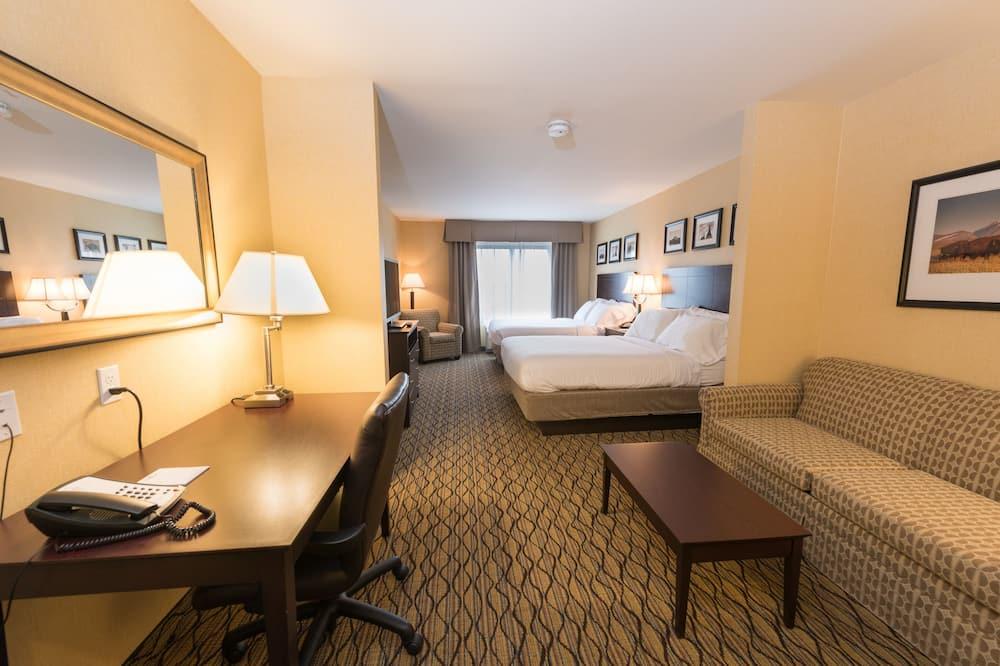 Suite, 2 Queen Beds, Non Smoking - Living Area