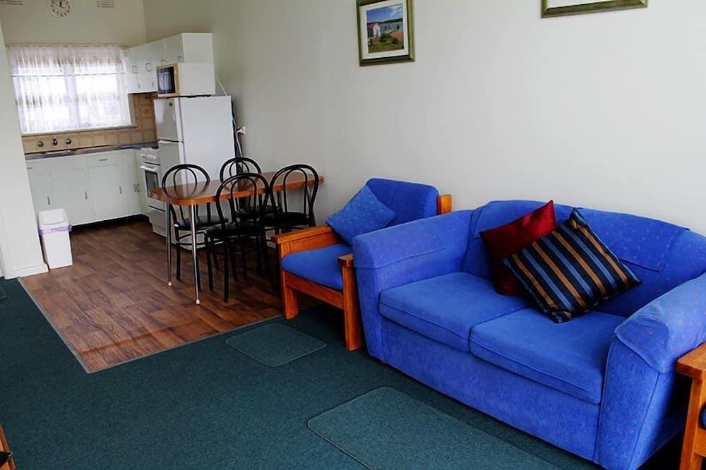 Standard Apartment, 2 Bedrooms, Non Smoking, Kitchen (3 night min) - Living Area
