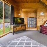 Signature House, 4 Bedrooms, Fireplace, Mountain View - Living Area