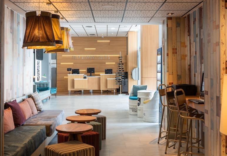 Tryp Madrid Airport Suites, Madrid, Rezeption