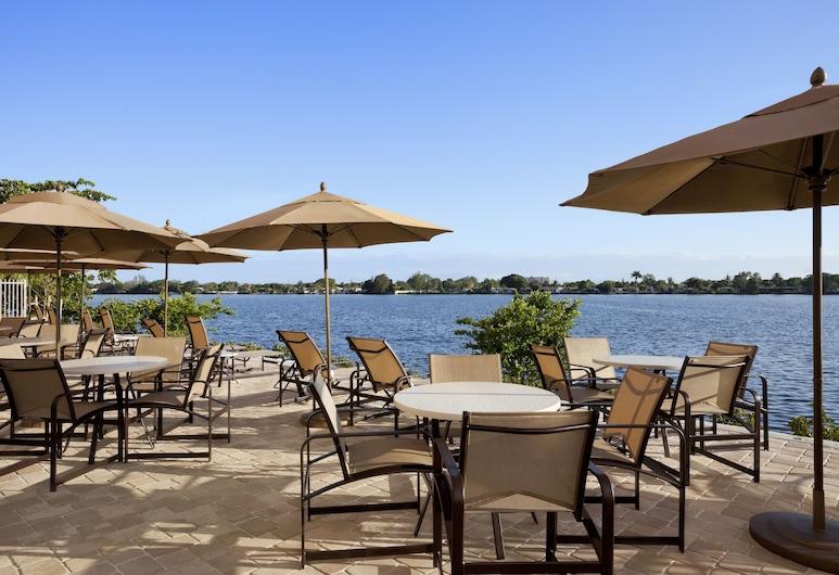 Cambria Hotel Miami Airport - Blue Lagoon, Miami, Terraza o patio