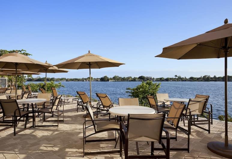 Cambria Hotel Miami Airport - Blue Lagoon, Miami, Taras/patio