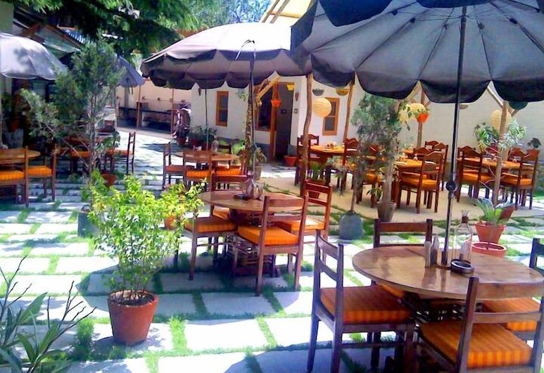 Negis Hotel Mayflower, Manali, Tempat Makan Luar
