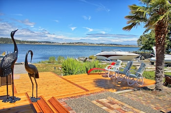 Picture of Birds of a Feather Oceanfront Bed & Breakfast in Victoria
