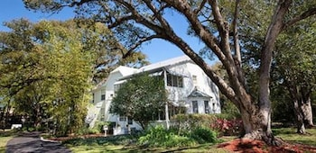 Enter your dates to get the Mount Dora hotel deal