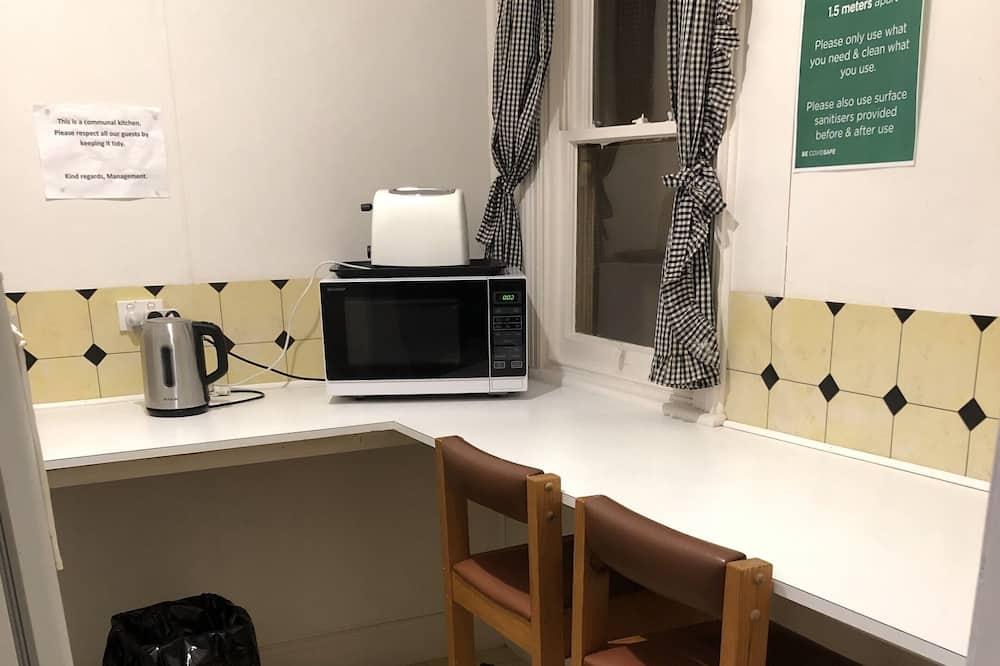 Quarto Duplo Económico, 1 cama de casal, Casa de Banho Privativa (1st Floor) - Cozinha partilhada