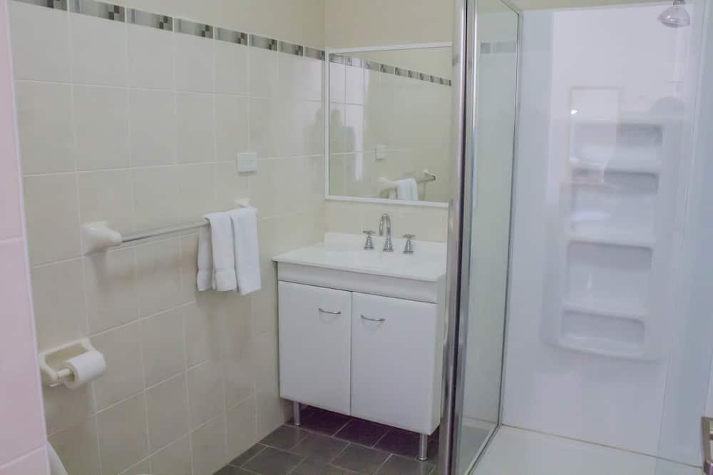 Comfort-værelse med dobbeltseng eller 2 enkeltsenge - flere senge - eget badeværelse - Badeværelse
