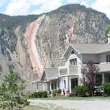 Yellowstone Basin Inn