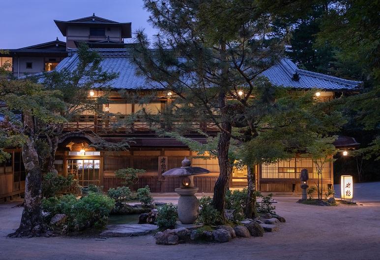 Iwaso, Hatsukaichi, Hadapan Hotel