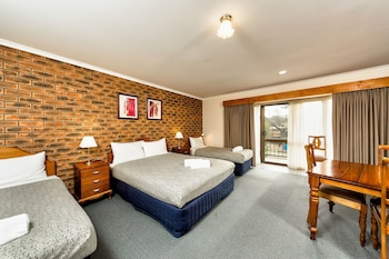 Enter your dates to get the Glenroy hotel deal
