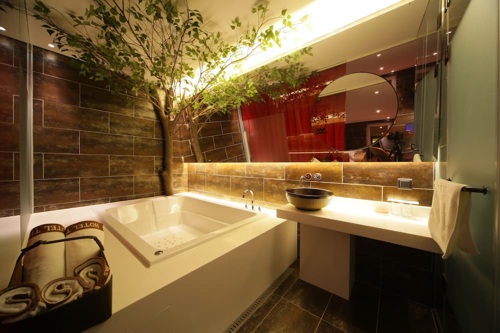 Designers Suite, Multiple Beds - Badezimmer