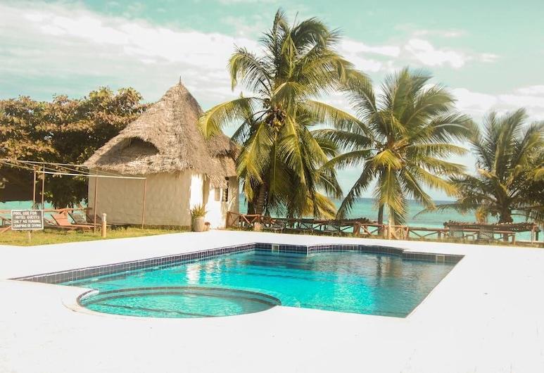 薩瓦希利海灘渡假村, 基濟姆卡濟, 室外泳池