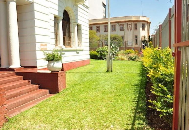 The Bulawayo Club, Bulawayo, Garden