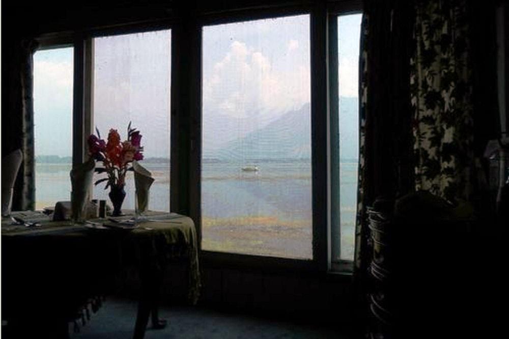 Pemandangan dari bilik