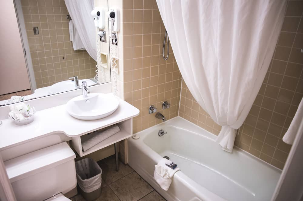 Classic Room, 2 Double Beds, Ocean View - Bathroom