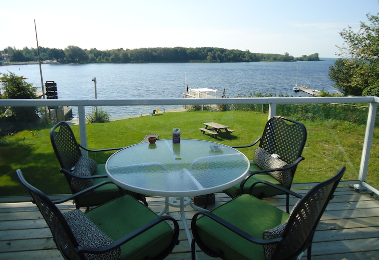 Bayside Inn & Waterfront Suites, Kingston, Queen Room with Balcony, Lake View, Terrace/Patio