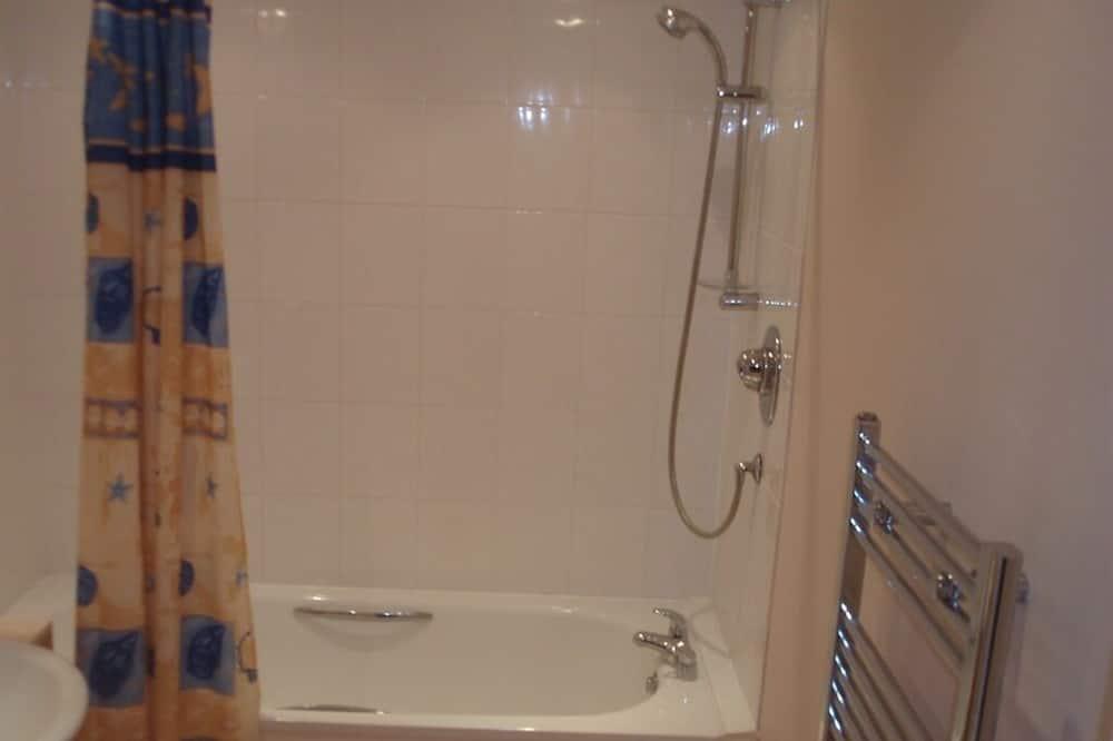 Kolme 1 hengen sänkyä, Savuton - Kylpyhuone