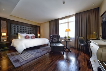 Picture of Paradise Suites Hotel in Halong