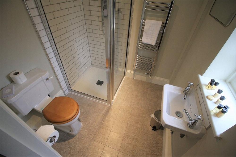 Tek Büyük veya İki Ayrı Yataklı Oda, Banyolu/Duşlu - Banyo