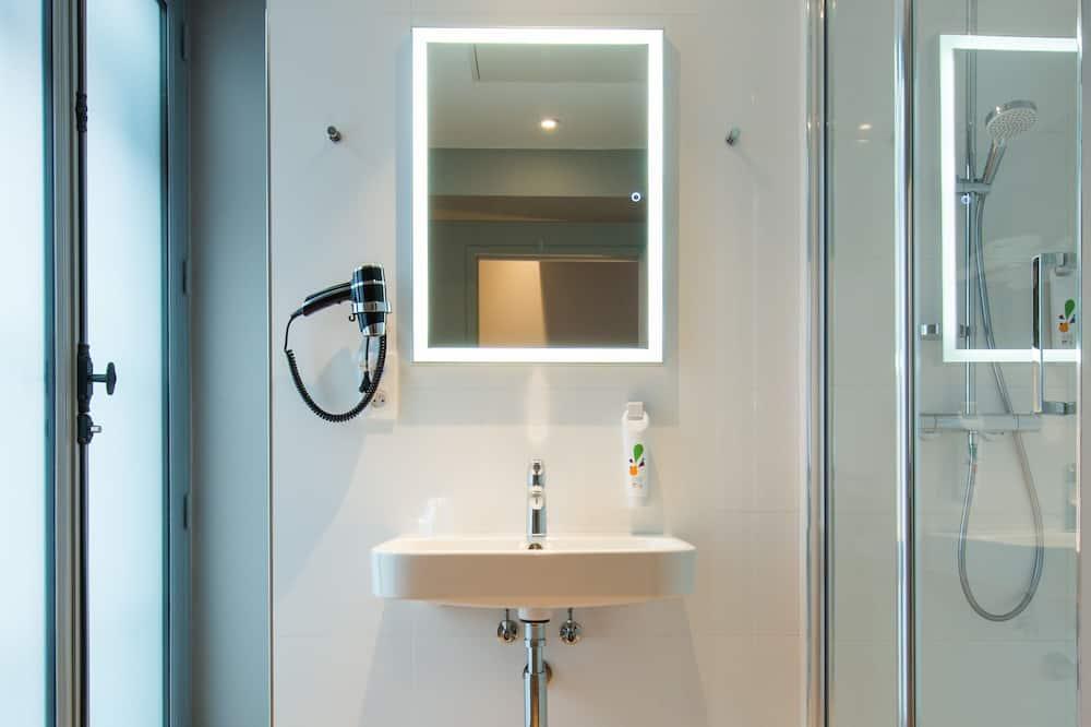 Double Room, Multiple Beds (Privilege) - Bathroom